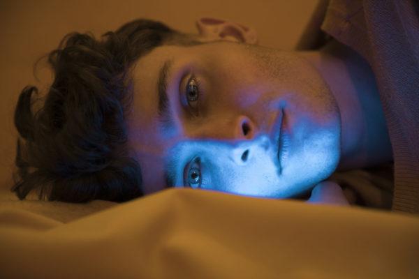 Как синий свет влияет на сон