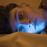 Wie beeinflusst blaues Licht Ihren Schlaf?