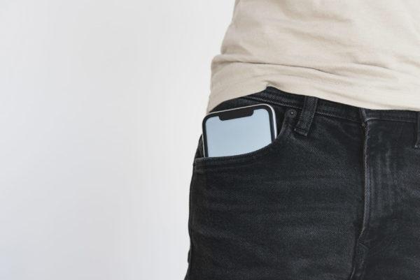 Handy in der Hosentasche − Ist das bedenklich?